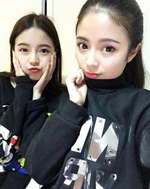 四川双胞胎姐妹校花网络大红 成绩优异貌美肤