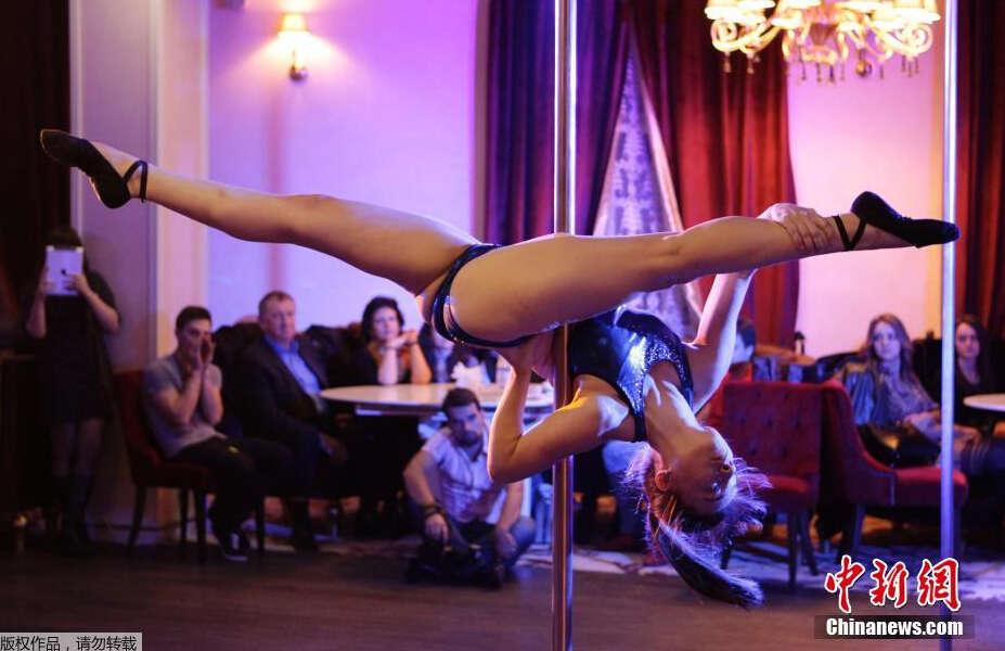 俄罗斯举办钢管舞锦标赛