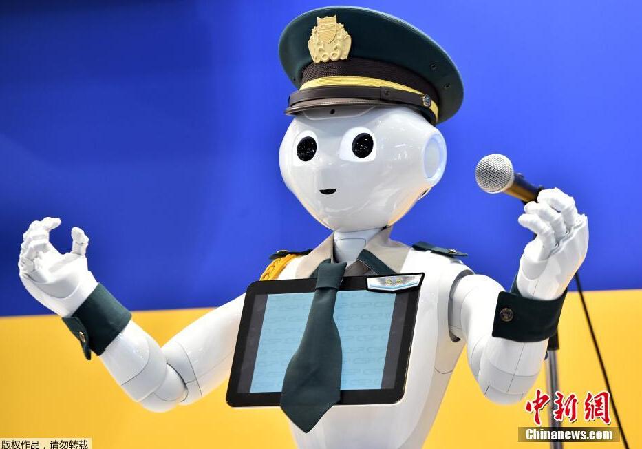 日本推安保机器人似警察