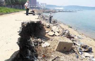 旅顺200米防波堤垮塌 海滨浴场每年被吞噬10米;