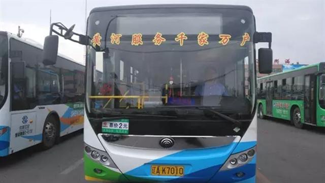 """黄河公交公司打造""""特色车厢""""提升乘车环境"""