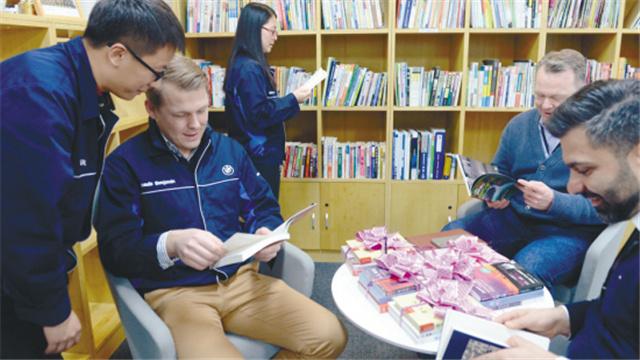 沈陽市少兒圖書館進駐華晨寶馬添書香