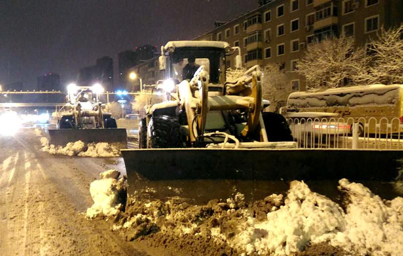 沈陽大范圍降雪 鐵西區環衛夜戰風雪