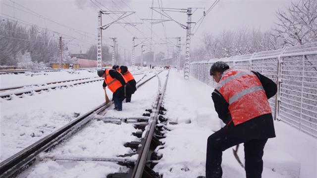 沈陽車務段啟動除雪應急預案全力確保安全暢通