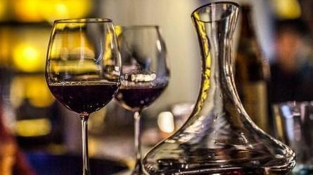 睡前喝紅葡萄酒能助眠嗎