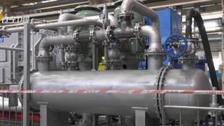 【視頻】中國造兩臺大型擠壓造粒機組在大連同時下線