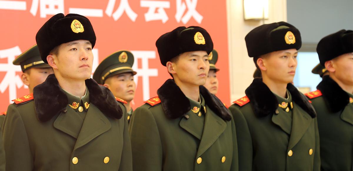 武(wu)警官兵在現場執勤
